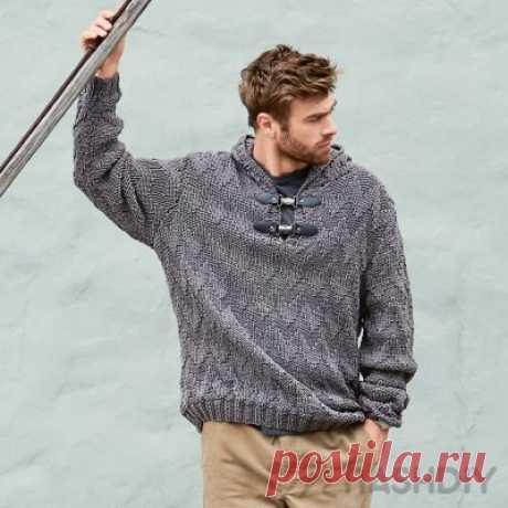 Мужской вязаный пуловер с капюшоном спицами.