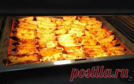 Картошка дольками, запеченная в духовке с корочкой. Рецепт с чесноком | Магия вкуса | Яндекс Дзен