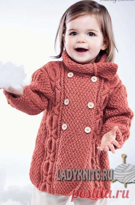 Пальто с косами спицами для девочки от 6 месяцев до 2 лет