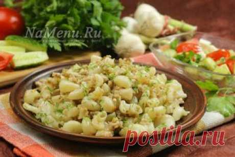 Macaroni with forcemeat on a frying pan, the recipe with a photo step by step in house conditions