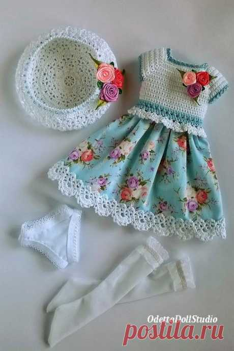 "Summer dress for dolls 13 ""Paola Reina, Little Darling, Corolle Les Cheries, Antonio Juan, Berjuan in delicate white and blue colors is made by combining crochet (bodice of the dress) and fabric ..."