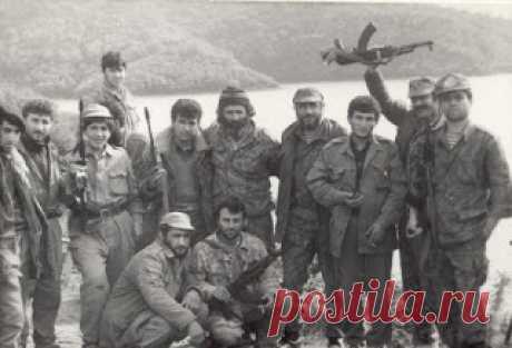 Արցախյան պատերազմում անհետ կորել են ավելի քան 1000 զինվոր ու ազատամարտիկ:  Մեր ճամփեն խավար, մեր ճամփեն գիշեր, Ու մենք անհատնում էն անլույս մըթնում Երկա՜ր դարերով գընում ենք դեպ վեր Հայոց լեռներում, Դըժար լեռներում։  Տանում ենք հընուց մեր գանձերն անգին, Մեր գանձերը ծով, Ինչ որ դարերով Երկնել է, ծընել մեր խորունկ հոգին Հայոց լեռներում, Բարձըր լեռներում։  Բայց քանի անգամ շեկ անապատի Օրդուները սև Իրարու ետև Եկա՜ն զարկեցին մեր քարվանն ազնիվ Հայոց լեռներում,