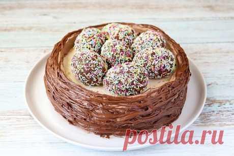 Пасхальный торт «Гнёздышко» — Бабушкины секреты Сегодня готовлю пасхальный торт «Гнёздышко». Торт очень простой и понятный по составу, готовится совершенно несложно. Торт получается вкусный, радует глаз и может стать украшением праздничного стола. Давайте приготовим!