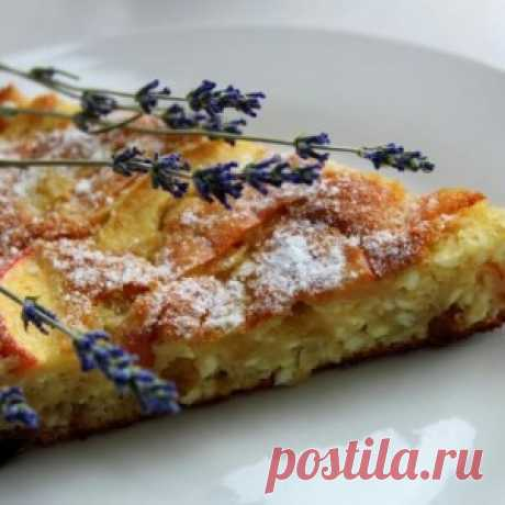 Шарлотка с творогом - простой и вкусный рецепт осеннего меню