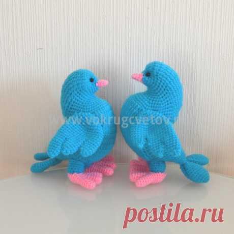 Вязанная игрушка ручной работы голубки купить в Вокруг Цветов. Доставка по Москве.