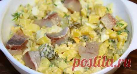 Вкуснейший салат по-деревенски с сельдью, который станет отличной заменой надоевшим оливье и шубе - Вкусные рецепты - медиаплатформа МирТесен