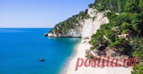 Самые красивые пляжи Италии, где стоит отдохнуть этим летом Сбегаем из Москвы к золотистым пескам и диким скалам