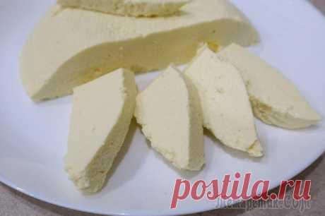 Адыгейский сыр за 15 минут Всего 3 основных доступных ингредиентов и 15 минут вашего времени необходимо чтобы приготовить очень вкусный, нежный адыгейский сыр в домашних условиях. Его можно есть как сам по себе, так и использов...