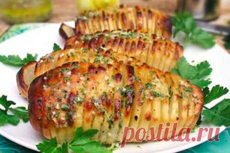 Картошка в мундире в духовке – блюдо без особых заморочек, а нравится всем