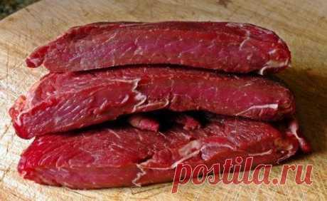 Сколько хранится мясо в холодильнике, в морозилке, при комнотной температуре