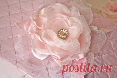Нежные тканевые цветы от Polka Dot Closet.