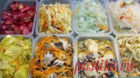 САЛАТЫ ПО-КОРЕЙСКИ. 6 ОБАЛДЕННО ВКУСНЫХ РЕЦЕПТОВ! Для всех любителей корейских салатов, мы подготовили эту замечательную подборку рецептов. Салат Свекла по-корейски Продукты: Свекла — 1 шт Огурец свежий — 2 шт Перец болгарский — 1 шт Чеснок …