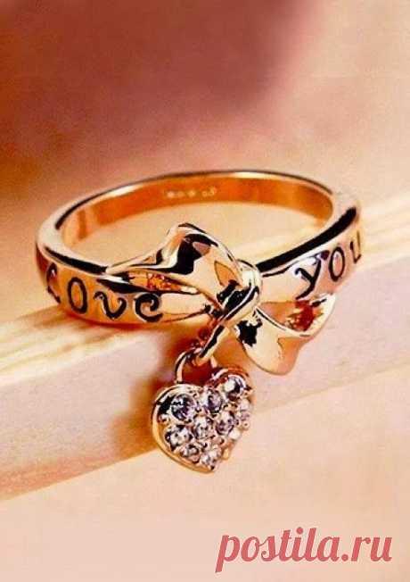 На какой палец одевается кольцо? Корректируем женскую судьбу. На какой палец одевается кольцо?Корректируем женскую судьбу.Женщины издревле склонны носить украшенияИ в природе женщине присуще стремление к красоте.Но не многие знают, что надевая на себя украшени…