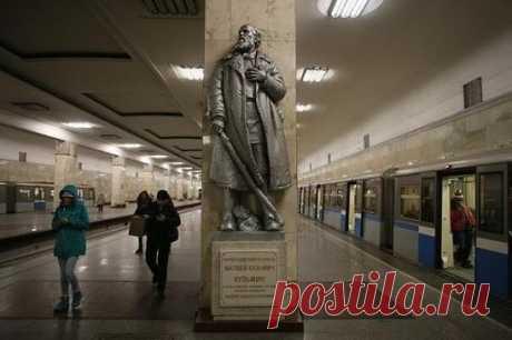 В Москве, на станции метро «Партизанская», стоит памятник — пожилой бородатый мужчина в шубе и валенках вглядывается куда-то вдаль. Пробегающие мимо москвичи и гости столицы редко утруждают себя тем, чтобы прочесть надпись на постаменте. А прочитав, вряд ли что-то поймут — ну, герой, партизан. Но для памятника могли бы подобрать кого-нибудь и поэффектнее.