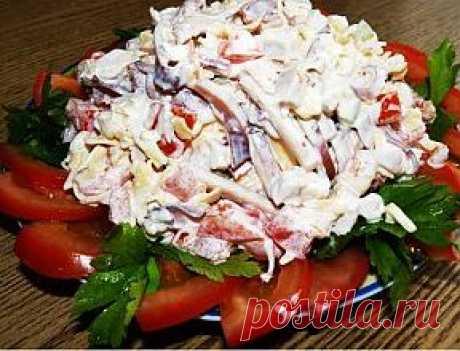 Салат из кальмара с помидорами..