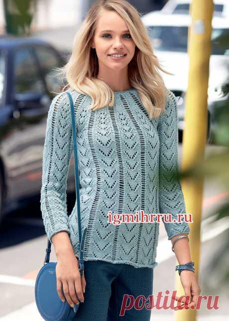 Пуловер из серебристой шелковой пряжи, с полосами ажурного узора. Вязание спицами