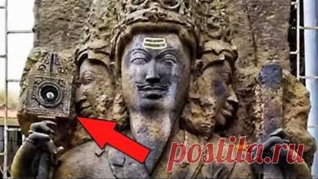 Туристы обнаружили загадочный предмет в руке бога Вишвакармана. Самые необычные находки