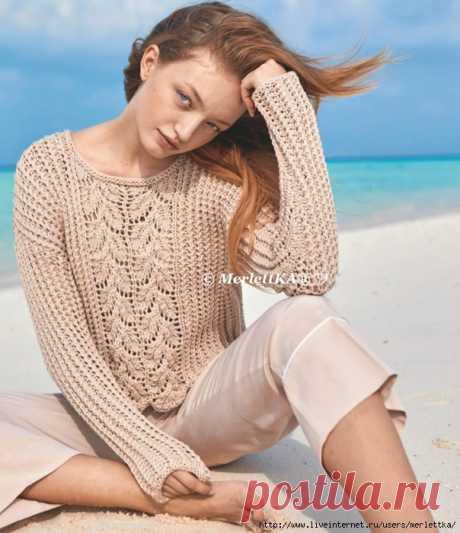 Летний пуловер цвета пудры сребристым и ажурным узорами.