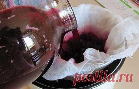Уникальный рецепт для очищения и обновления печени! Стоит попробовать!    Для очистки печени от жиров, предлагаем вам рецепт мощного натурального сока, который вы можете приготовить в домашних условиях легко и быстро.   Ингредиенты:   1/2 чашки изюма  сок из 1 лимона  1 чашка нарезанной свеклы  2 чашки воды   Налейте воду в кастрюлю и доведите её до кипения. Когда вода закипит, добавить свеклу и изюм. Выключите огонь, как только смесь закипит и накройте крышкой и дайте нас...