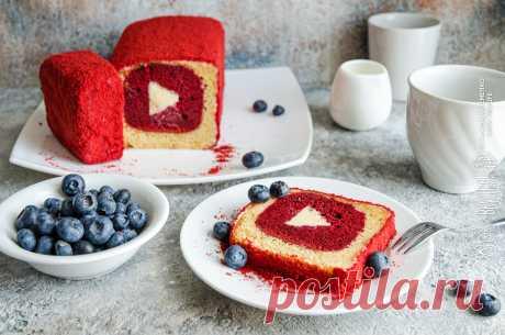 """Кекс с рисунком и начинкой • Жизнь - вкусная! Кулинарный сайт Галины Артеменко Кекс с рисунком и начинкой - по-настоящему праздничная выпечка. Внутренний кекс - """"Красный бархат"""". Начинка - ганаш из белого шоколада."""