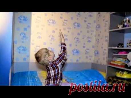 Трехлетний мальчик постоянно видит и разговаривает с призраком по имени дядя Дима. Ребенок утверждает, что он висит в воздухе над его кроватью и хочет играть...