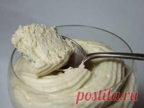 Воздушный крем-десерт за 5 минут  Надо взять: Молоко — 1,5 стак. Сахар — по вкусу Яичный желток — 3 шт. Сметана — 300 мл Вода — 4 ст. л. Ванильный экстракт — 1 ч. л. Желатин — 1 ст. л.