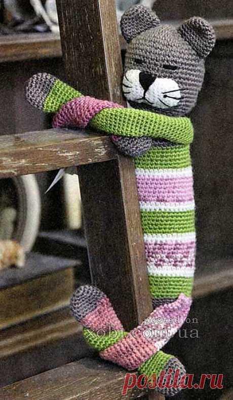 игрушка спящий кот вязаный крючком