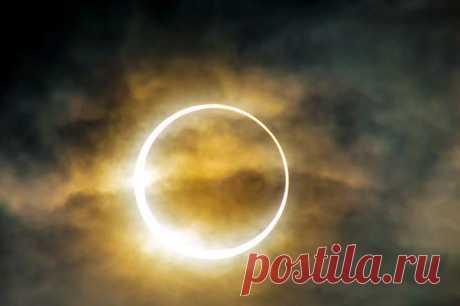 В следующий вторник, 29 апреля, состоится первое солнечное затмение 2014 года. В пике затмения Солнце будет напоминать огненное кольцо, однако большинство людей будут лишены удовольствия наблюдать за этим завораживающим явлением. Единственное место на планете, где в этот раз можно будет увидеть всю фазу кольцевого затмения — небольшой по площади район Антарктиды. Тем не менее, отдельные фазы затмения будут видны и из других уголков Земли, в частности, из Австралии.
