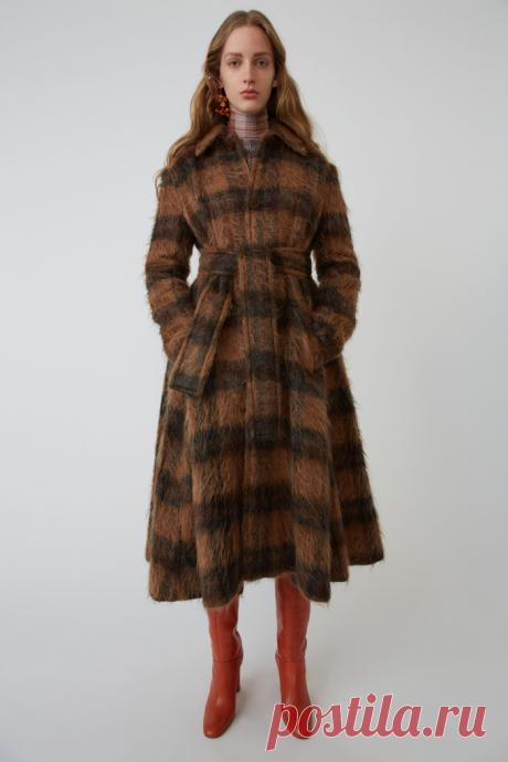 Что купить: яркое пальто | Buro 24/7