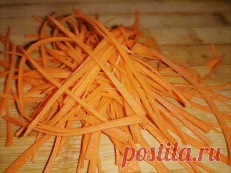 Кореянка с рынка научила резать морковку по-корейски без специальной терки быстро и аккуратно | Кулинарный техникум | Яндекс Дзен