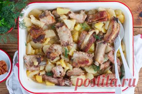 Свиные ребрышки с картошкой в духовке рецепт с фото пошагово - 1000.menu