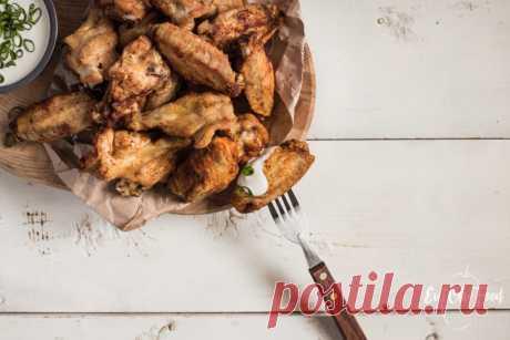 Хрустящие крылышки с соусом блю чиз | Evil Olive Food