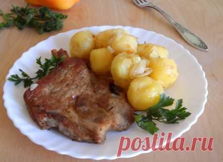 Стейк из свинины с молодой картошкой - пошаговый рецепт с фото - как приготовить, ингредиенты, состав, время приготовления - Леди Mail.Ru