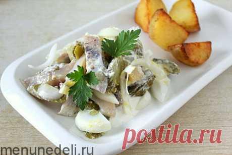 Рецепт салата с сельдью и маринованным огурцом / Меню недели