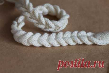 Interesting way of a knitted braid