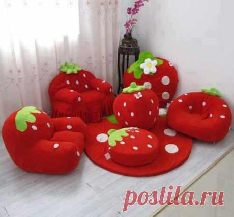 Strawberries/детский уголок/