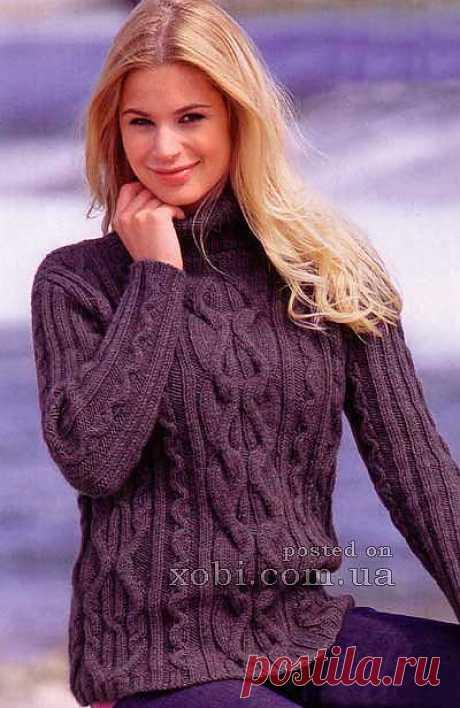 Пуловер цвета антрацита с узором из кос.