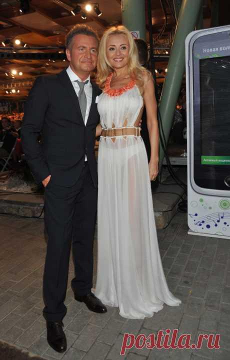 Анжелика Варум в красном платье очаровала соцсети - Светская жизнь - Леди Mail.Ru