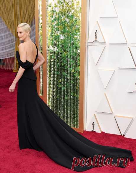 Шарлиз Терон в платье с эффектным разрезом на церемонии «Оскар-2020» | VestiNewsRF.Ru