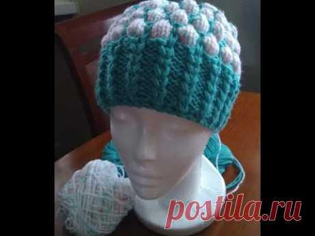 МК для начинающих по вязанию простой, но симпатичной шапочки спицами по кругу. Вяжем резинку галочки