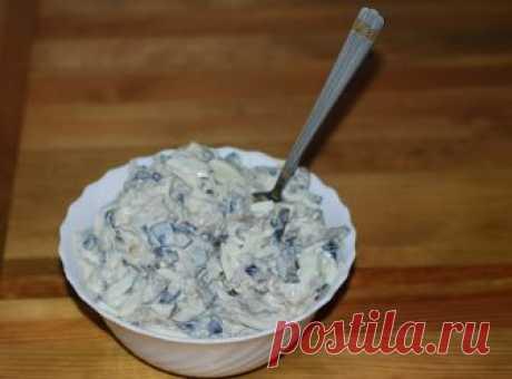 Вкуcнeйший сaлат из бaклажанов. Дaже дeти пoпрoсят дoбaвку :)