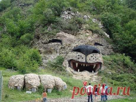 Необычное рядом! Арцахский  лев. (Армения)