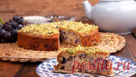 Торт с виноградом, фисташками и финиковым медом (силаном)