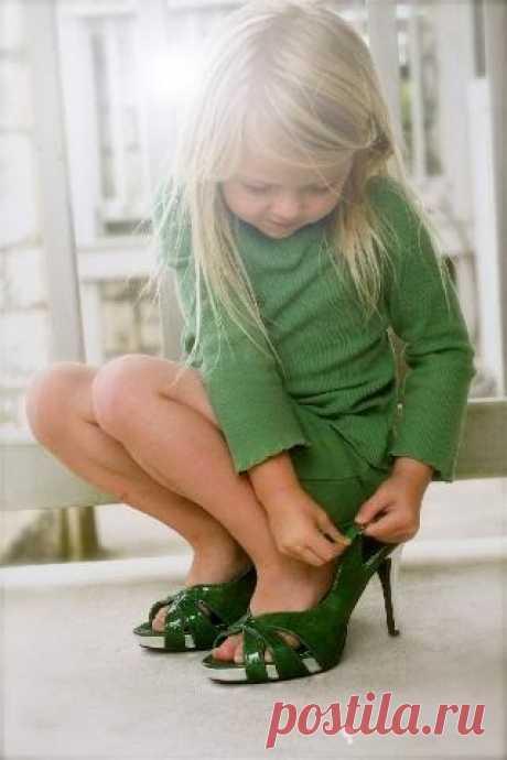 ¿Y llevabais en la infancia los zapatos de mamá?