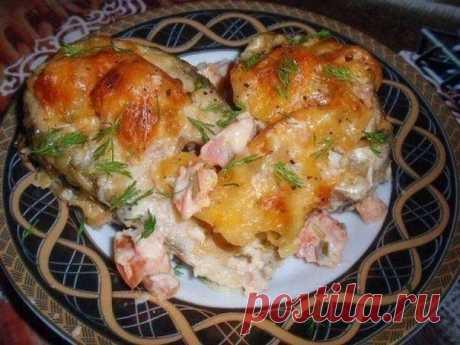 Вкусненькая рыбка по-гречески! Ингредиенты: 700 г. рыбного филе 3 помидора 300 г. тертого сыра 2 зубчика чеснока 250 г. майонеза сок половины лимона измельченная зелень (зеленый лук, укроп, петрушка, базилик)  Приготовление: 1. Рыбное филе разделить на порционные куски и сбрызнуть лимонным соком. Филе по желанию предварительно натереть солью. 2. Майонез смешать с зеленью, мелко нарезанными помидорами, измельченным чесноком и 150 г. тертого сыра. 3. Обмазать рыбу полученной...