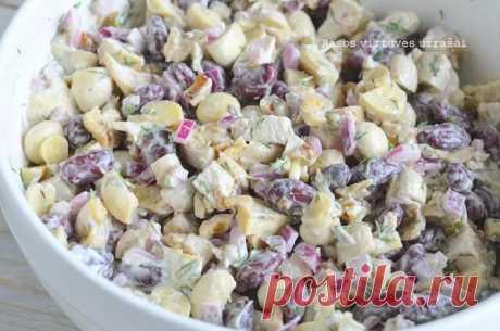 Королевский ароматизированный салат с фасолью, грибами и курицей - насыщенный, очень вкусный куриный салат, идеальный не только для торжеств, но и на обычном ежедневном столе.