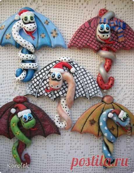 Материал по изобразительному искусству (ИЗО) по теме:  Змейки-сувенирчики: мастер-класс лепки из солёного теста   Социальная сеть работников образования