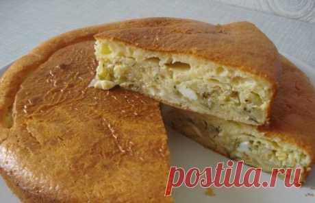 Пирог с капустой на кефире Многими любимый пирог с капустой на кефире - вкусное, сытное, а главное, легкое в приготовлении блюдо. Этот аппетитный пирог можно подавать как основн