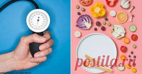 """9 домашних средств, чтобы сбить высокое давление   Журнал """"JK"""" Джей Кей Высокое кровяное давление ведет к множеству опасных заболеваний, таких как почечная недостаточность, инсульты и сердечные приступы. Гипертонию диагностируют, если кровяное давление регулярно превышает 140/90 мм рт. ст. Болезни надпочечников, заболевания почек, болеутоляющие средства, противозачаточные таблетки, стресс, отсутствие аэробных упражнений, высокое потребление соли, чрезмерное употребление ал..."""