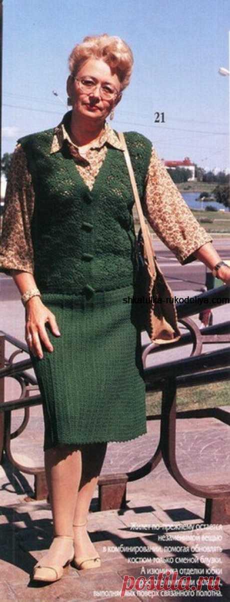Костюм крючком: жилет и юбка.